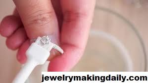 5 Cara Membuat Perhiasan Perak Kamu Lebih Berkilau