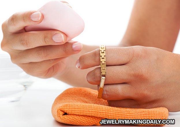 Panduan Cara Merawat Perhiasan Agar Tetap Seperti Baru