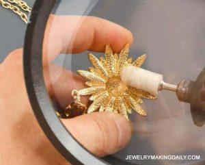 Metode Mensterilkan Perhiasan Emas serta Merawatnya Supaya Berkilau