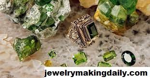 Mengenal Peridot Berlian Hijau dan Khasiatnya